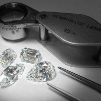 ダイヤモンドとルーペの画像