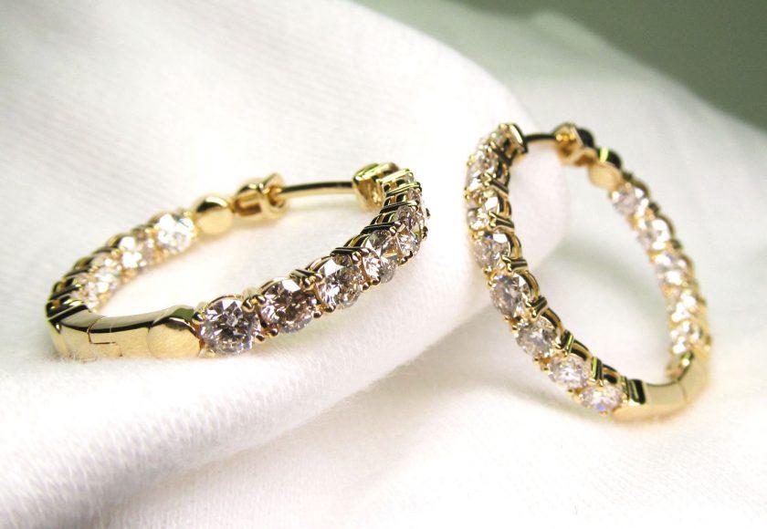 イエローゴールドのダイヤモンドフープピアス画像